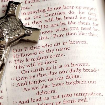 Joven mata con un crucifijo a sacerdote pedófilo que abusó sexualmente de él