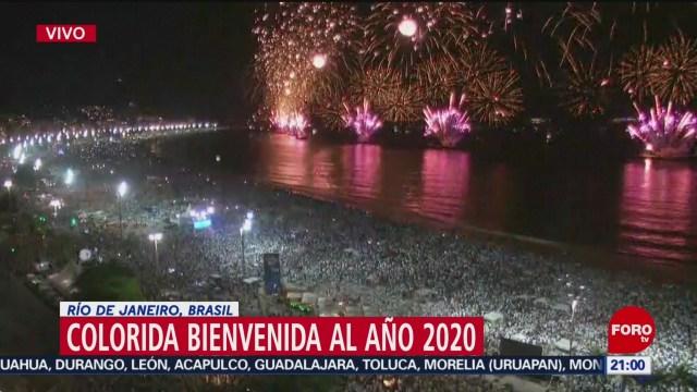 FOTO: 31 diciembre 2019, miles reciben el ano nuevo en la playa brasilena de copacabana