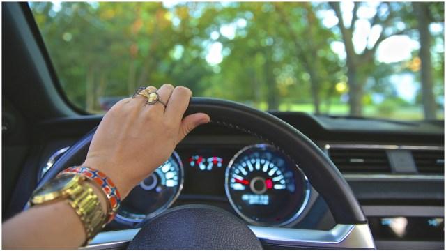 Imagen: Estudio arrojó que mujeres conducen mejor que los hombres, 15 de diciembre de 2019 (Pixabay)