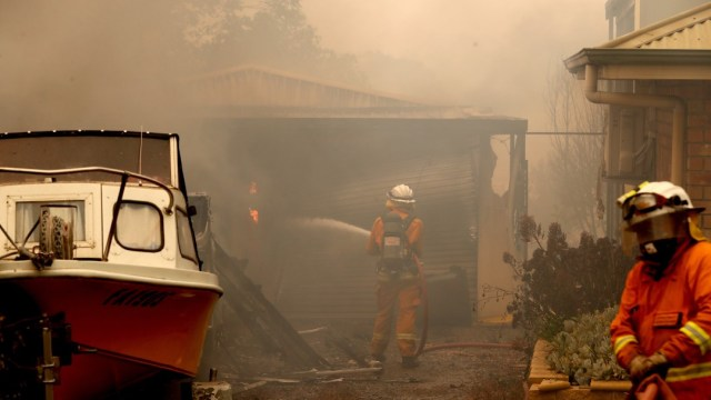 Incendios en Australia dejan tres muertos, dos eran bomberos