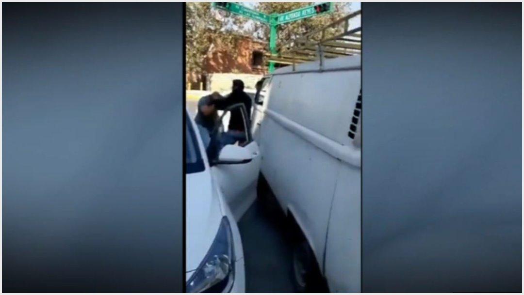 Foto: Automovilistas protagonizaron pelea en calles de Nuevo León, 3 de diciembre de 2019 (Facebook)