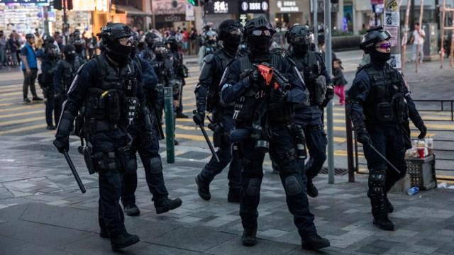 FOTO: Policías de Hong Kong, el 23 de diciembre de 2019
