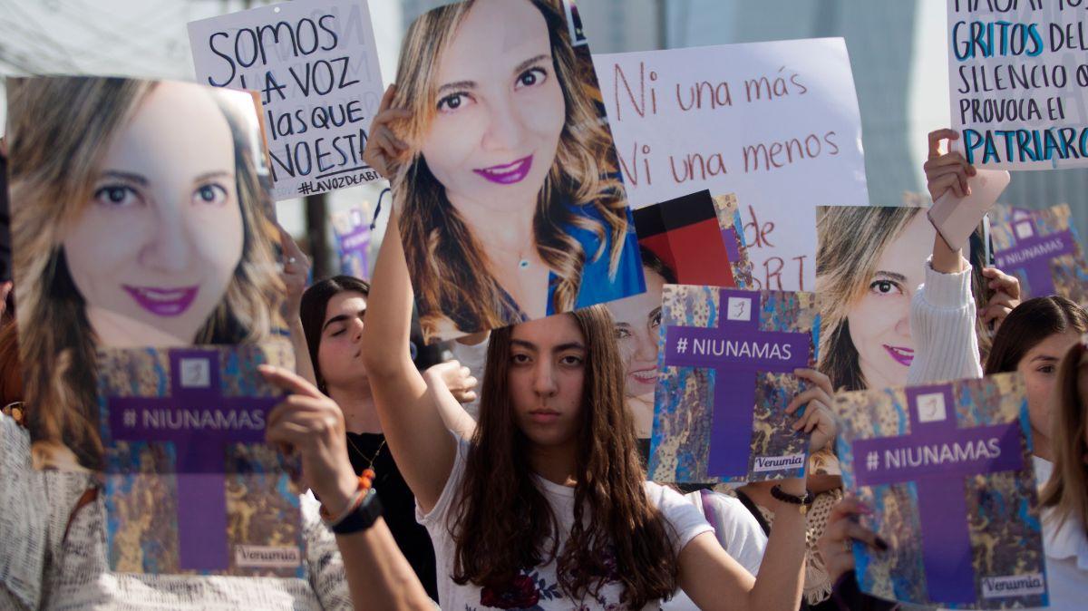 Protesta por feminicidio de Abril Pérez Sagaón.