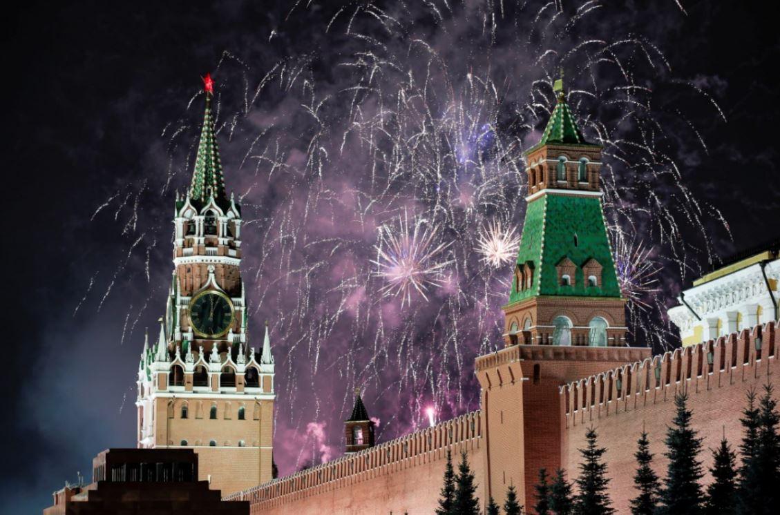 Rusia recibió el 2020 con un espectáculo de fuegos artificiales sobre el Kremlin