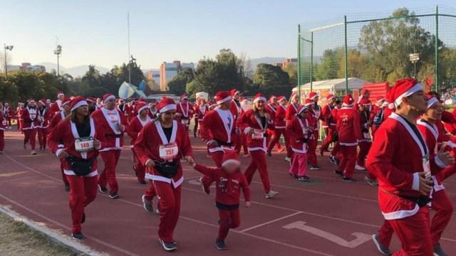 Foto: Cientos de Santa Claus corrieron en la pista de atletismo de Villa Olímpica, en Ciudad de México, 15 diciembre 2019