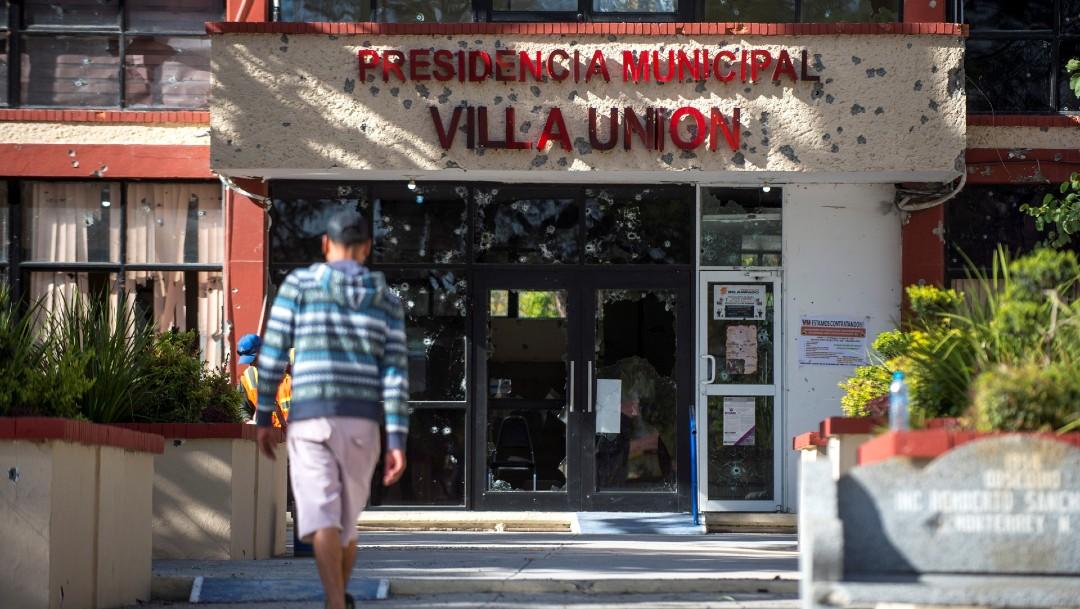 Tras balacera, autoridades reparan fachadas en Villa Unión