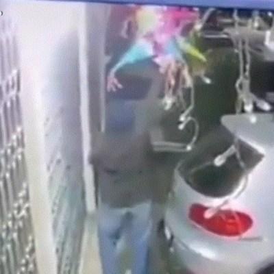 Video: Ladrón roba adornos navideños de una casa