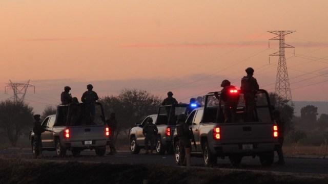 Imagen: Luego de ser levantados el miércoles pasado, los cuerpos de los cuatro policías de Villagrán fueron encontrados sin vida sobre la carretera Celaya-Salamanca, tras este ataque tres más perdieron la vida; en Irapuato, en los últimos días, suman ocho policías asesinados