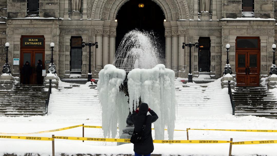 FOTO: En Ottawa una fuente se congeló, 17 DE ENERO DE 2020, (Reuters)
