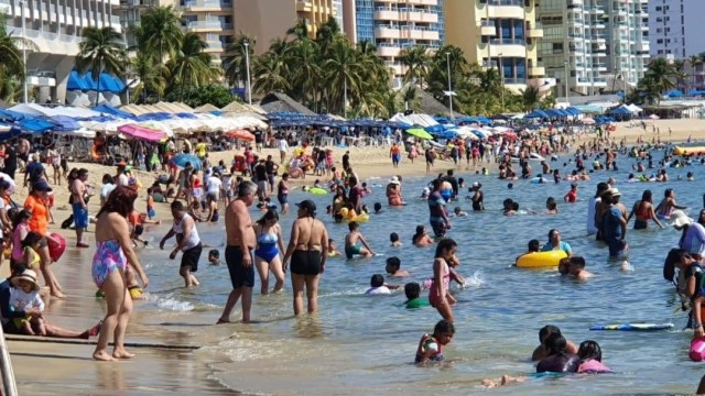 Foto: Cientos de turistas se despiden de las vacaciones junto al Pacífico, descansado para volver a sus actividades cotidianas llenos de energía