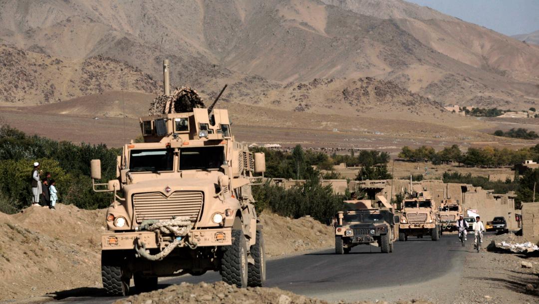 fOTO:Una caravana de vehículos blindados resistentes a las minas del Ejército de EE.UU. en Afganistán, 11 enero2020
