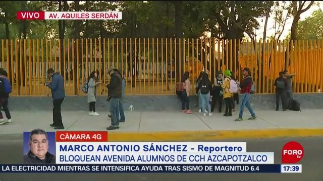 FOTO: alumnos del cch azcapotzalco bloquean momentaneamente la avenida aquiles serdan
