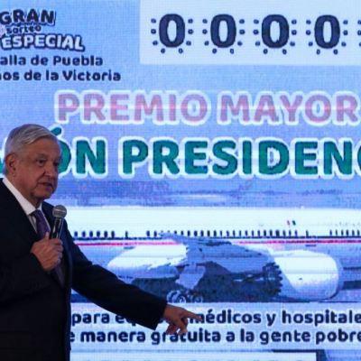 AMLO presenta diseño del 'cachito' para rifa del avión presidencial