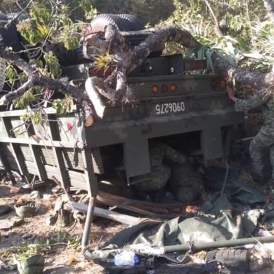 Suman cinco los militares muertos tras volcadura en Oaxaca