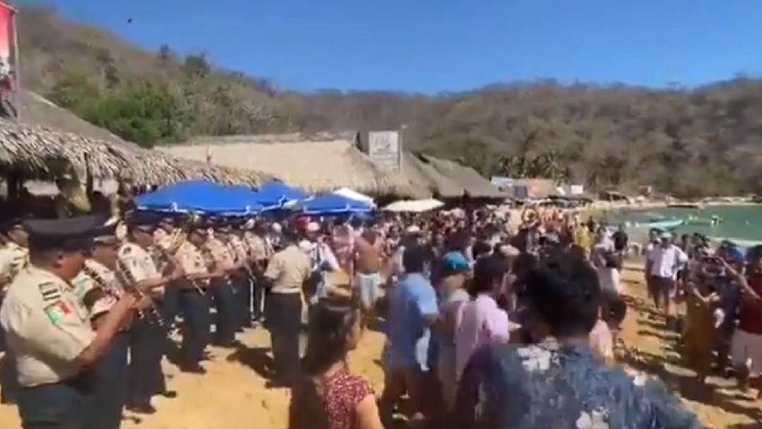 Foto: Es una orquesta que está integrada por militares de diferentes rangos de la Octava Zona, misma que ha recorrido varios municipios de Oaxaca con las notas de la música tradicional del estado