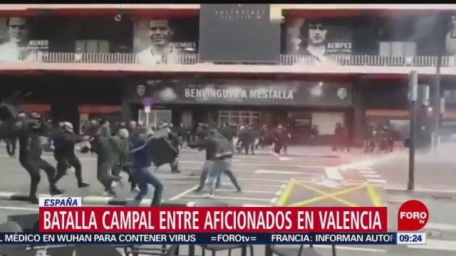 FOTO: 26 enero 2020, batalla campal entre aficionados del valencia y barcelona
