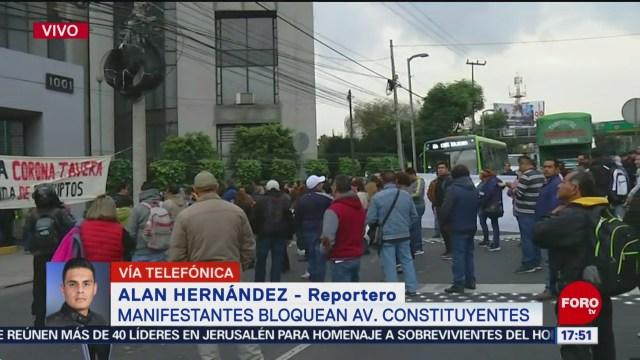 FOTO: bloquean trabajadores del cinvestav avenida constituyentes