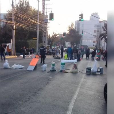 Foto: Vecinos de la colonia San Clemente han mantenido un bloqueo por más de 18 horas un bloqueoVecinos de la colonia San Clemente han mantenido un bloqueo por más de 18 horas un bloqueo, 17 enero 2020