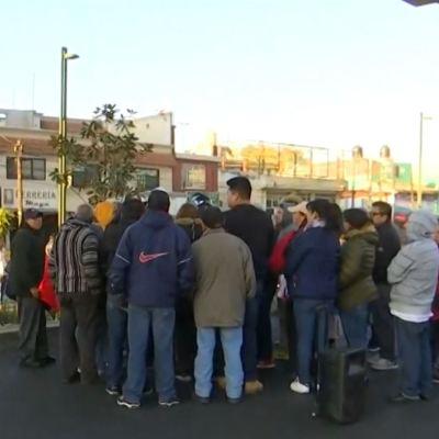 Vecinos bloquean avenida Tláhuac por falta de agua
