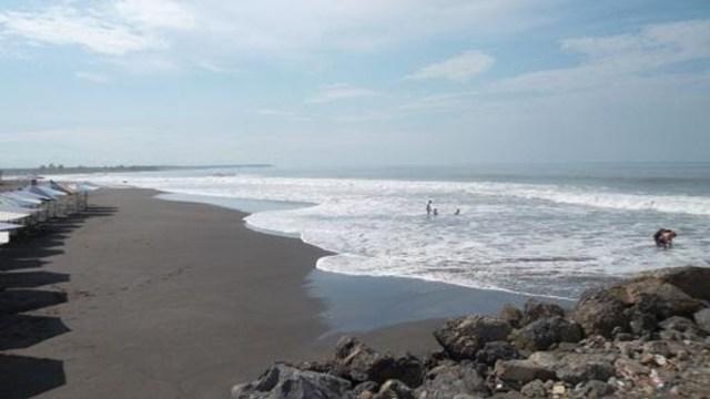 'Boca de Pascuales' y 'El Paraíso', playas volcánicas Colima