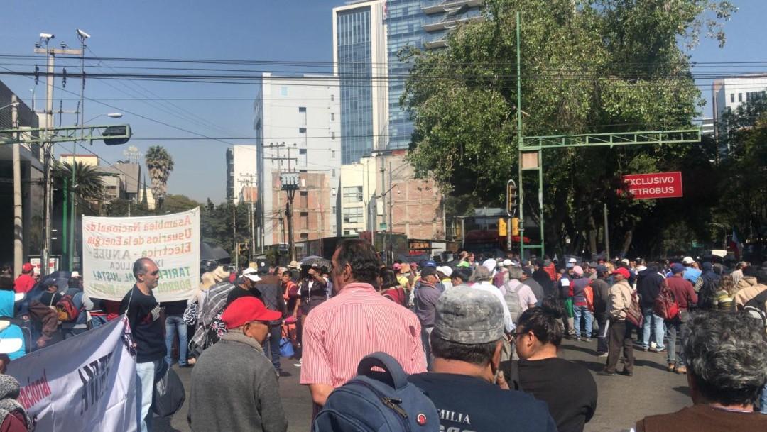 Foto: Caos vial en Insurgentes y Eje 5 por bloqueo en la Sener
