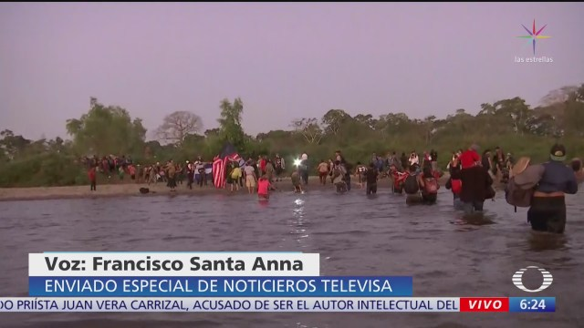 caravana de migrantes cruza el rio suchiate para ingresar a mexico