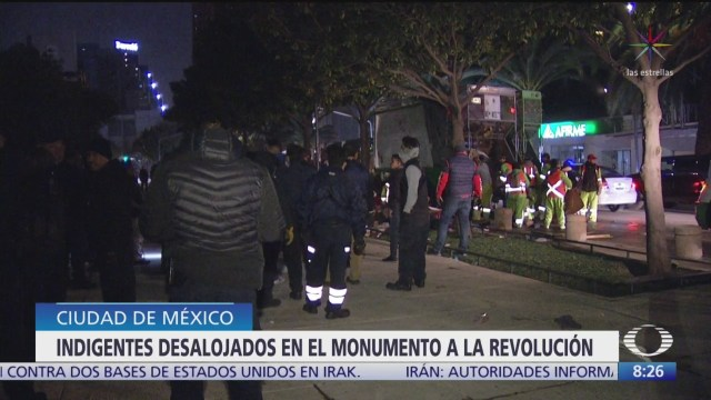 desalojan a indigentes que dormian en monumento a la revolucion cdmx