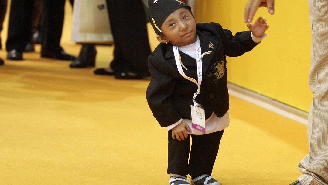 Tenía 27 años: murió el hombre más pequeño del mundo en Nepal