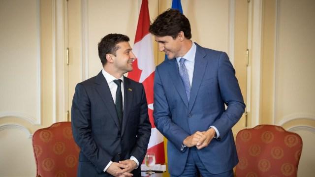 FOTO: El presidente de Ucrania, Volodymyr Zelensky, y el primer ministro de Canadá, Justin Trudeau, el 15 de enero de 2020