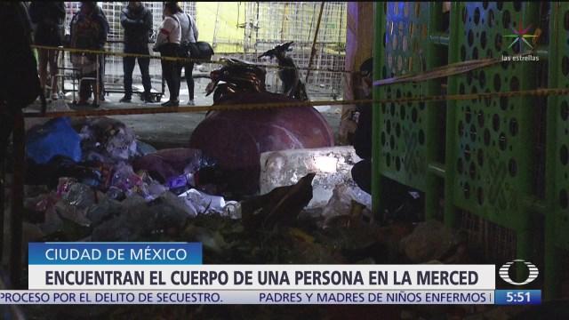 encuentran cadaver entre la basura en la merced cdmx