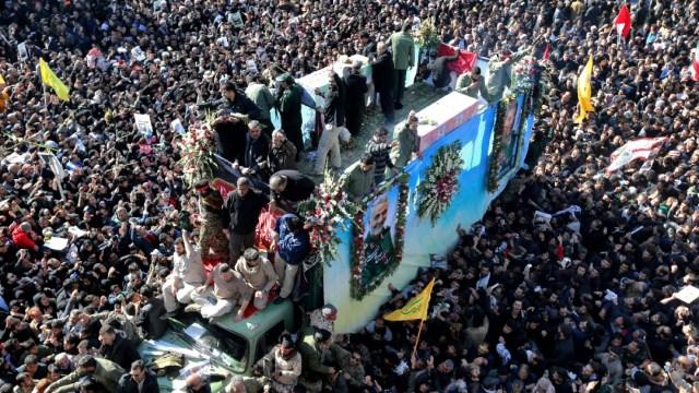 Estampida en funeral de Soleimaní en Irán deja 30 muertos