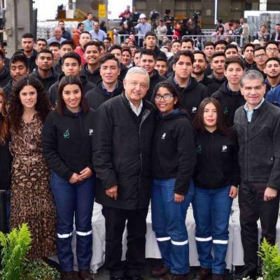 """Foto: Andrés Manuel López Obrados se reúne con chicos del programa """"Jóvenes Construyendo el Futuro"""". Cuartoscuro"""
