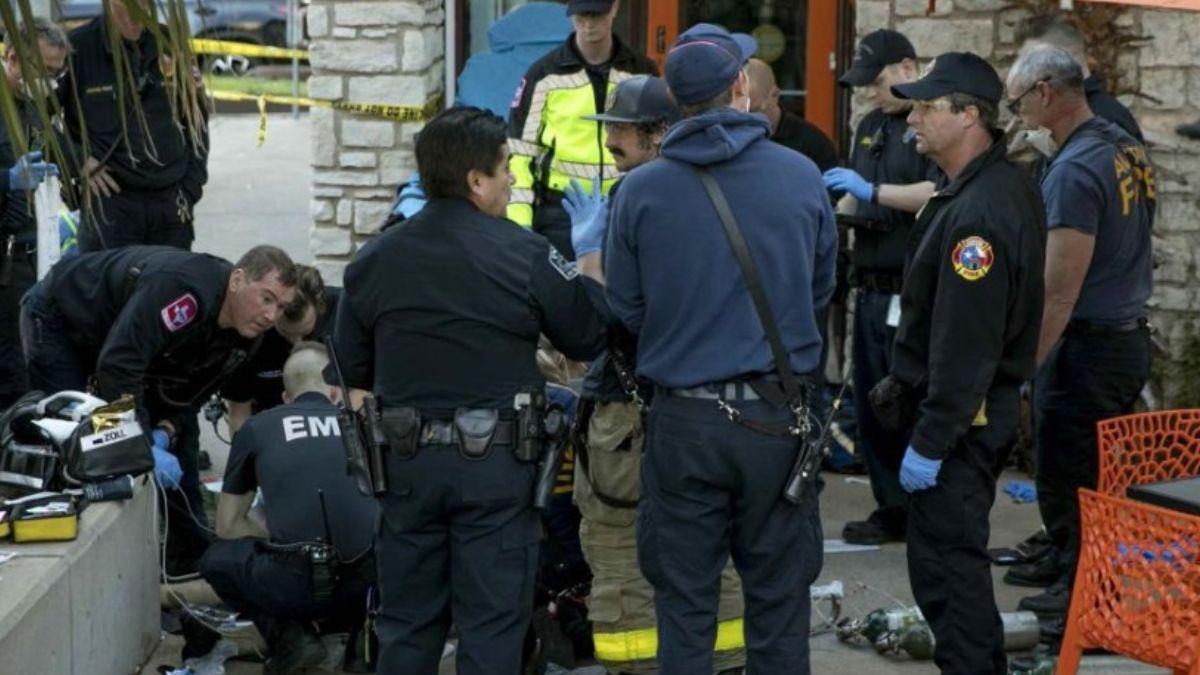 Foto: Paramédicas atienden a personas heridas por apuñalamiento. AP