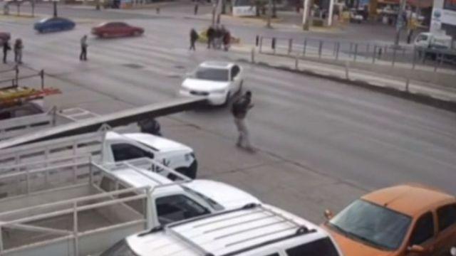 Foto: El sujeto atropellado, aproximadamente de 32 años, se encuentra estable. Forotv