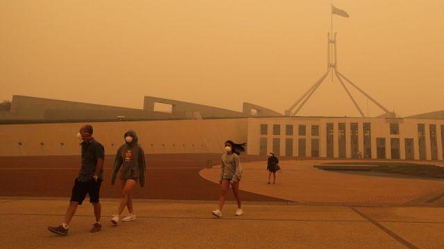 Foto: El humo de los incendios en Australia cubre los edificios. Getty Images