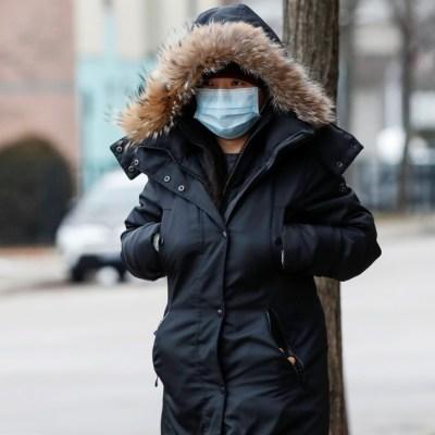 China actualiza a 213 los muertos por nuevo coronavirus