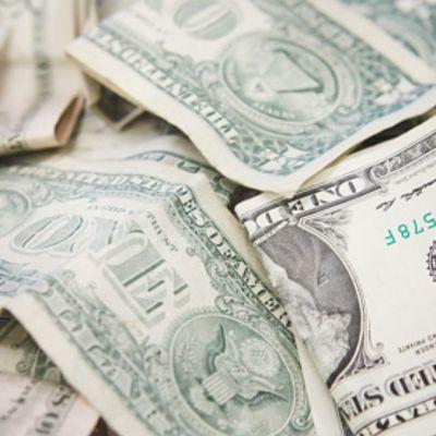 Foto: Varios billetes de un dólar. Getty Images