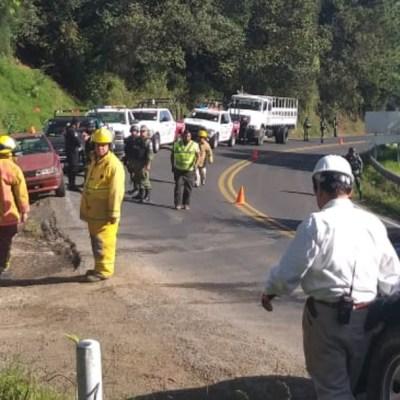 Evacuan y cierran autopista en Puebla por fuga de combustible en Huauchinango