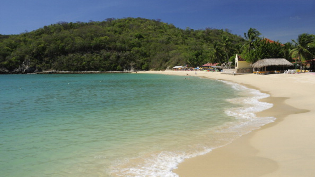 """Foto: Certifican """"playas limpias"""" en Puerto Escondido, Oaxaca, 18 de enero de 2020, (Getty Images, archivo)"""