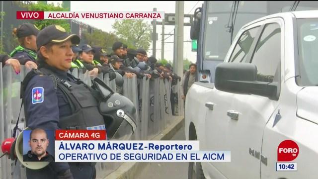 grupo de policias realizan operativo de seguridad en el aicm