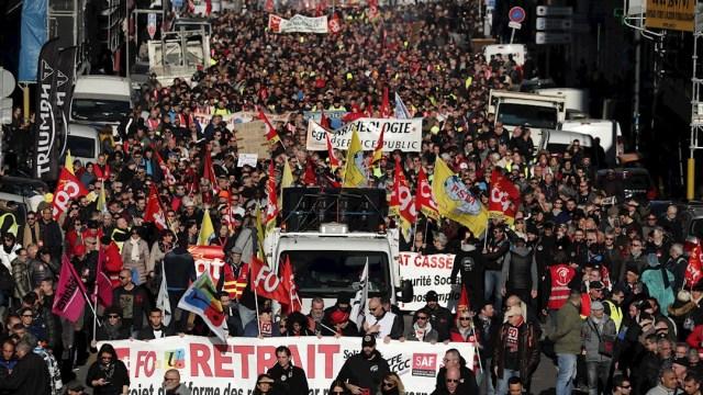 Foto: Manifestantes protestan en contra de la reforma de las pensiones por las calles de Marsella en Francia, 9 enero 2019