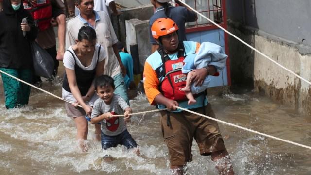 Indonesia eleva a 43 los muertos por inundaciones en Yakarta