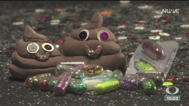 FOTO: ingerir capsulas con diamantina y hacer popo de colores nuevo reto viral