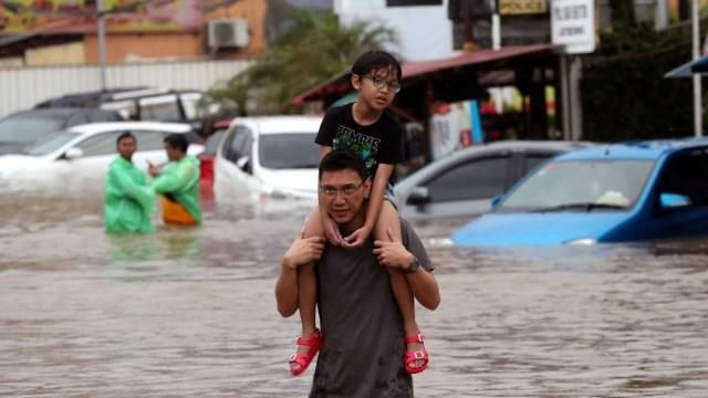 Inundaciones en Indonesia dejan al menos 16 muertos