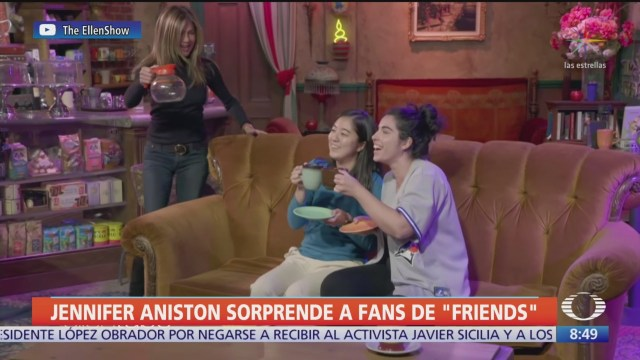 jennifer aniston sorprende a fans de friends en set de grabacion