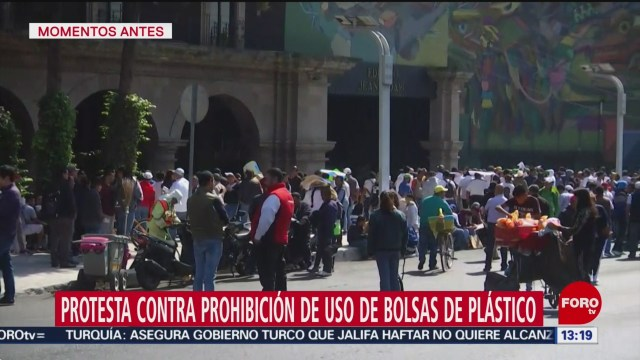 FOTO: manifestantes retiran bloqueo contra prohibicion de bolsas de plastico en cdmx