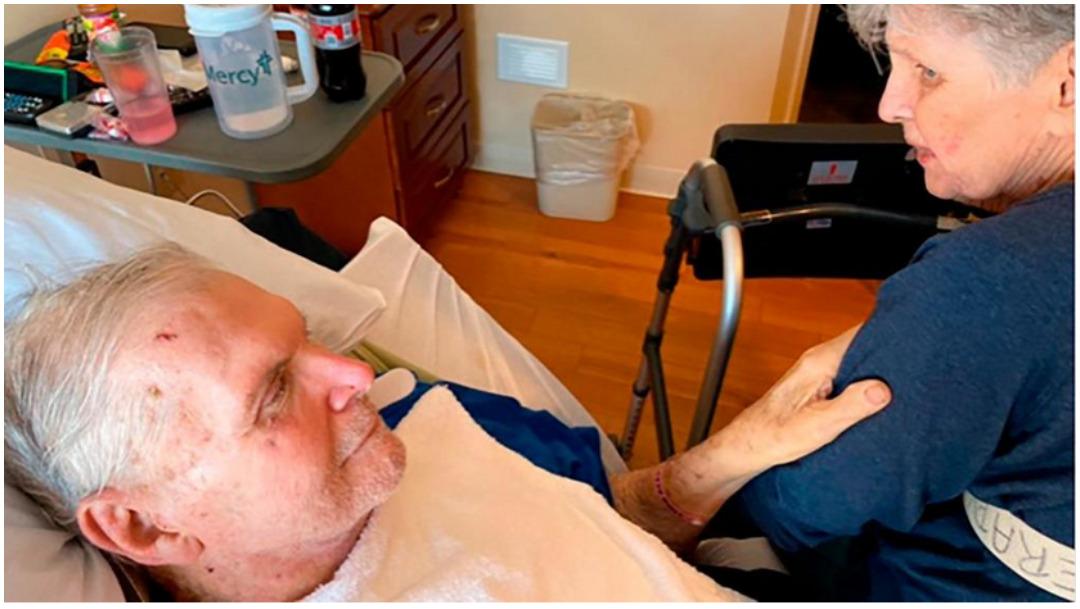 Mueren tomados de la mano tras 65 años juntos