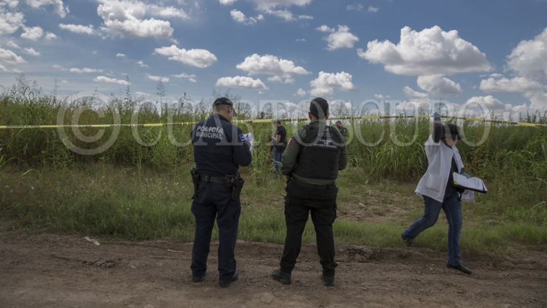Imagen: Las primeras investigaciones indican que las víctimas fueron asesinadas a balazos, probablemente, en otro sitio y sus cuerpos abandonados a un costado de una carretera de este poblado