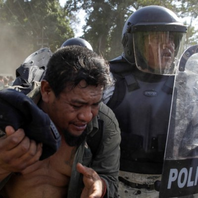 Foto: Guardia Nacional agrede a migrantes. Reuters