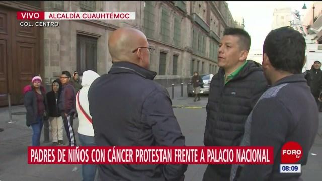 padres de ninos con cancer protestan frente a palacio nacional